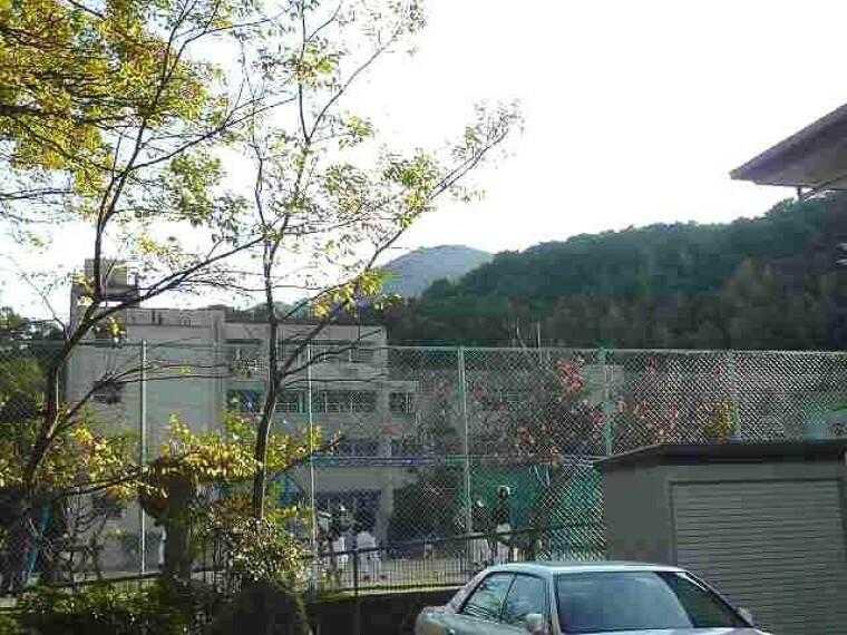 小学校 【小学校】西宮市立生瀬小学校まで579m