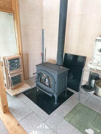 暖炉スペースです 冬はこちらの暖炉1台で部屋中が最適な温度で温まるそうです(^^