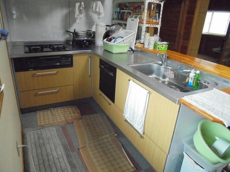 キッチン カウンターのシステムキッチンです