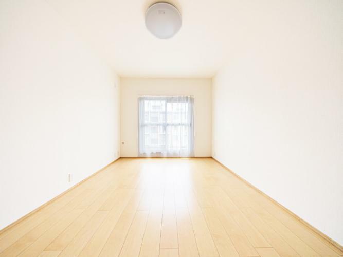 洋室 洋室6帖 バルコニー側の明るいお部屋です