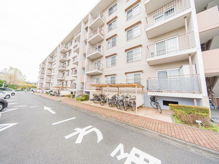 外観写真 JR本郷台駅より徒歩7分 商業施設も充実、小中学校も近く住環境良好です
