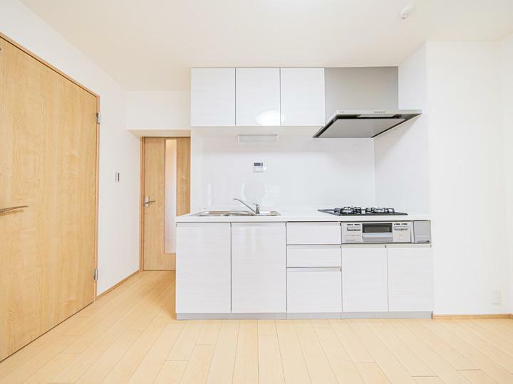 キッチン シンプルで清潔感のあるデザインのキッチンを新設しました