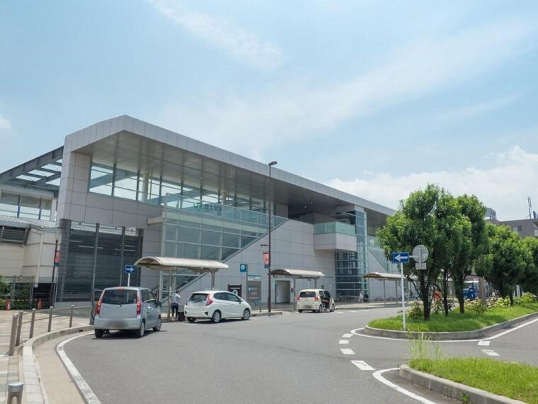 JR川越線「西大宮」駅(JR東日本川越線の駅。川越線の中で川越線と同時開業しなかった駅です。平成に開業した新しい駅です。駅付近には埼玉栄中学、栄高校があり、通学の駅として多くの人々に親しまれている駅です。)