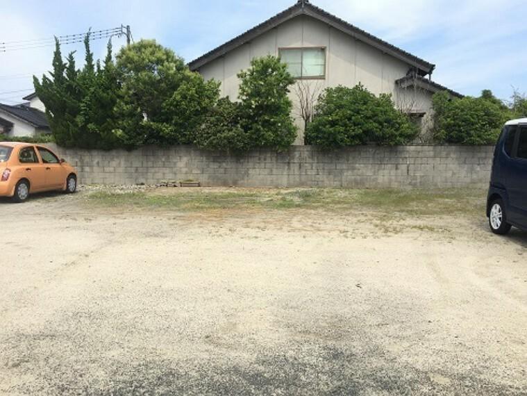 家を建てても駐車場を何台分も確保できるので 安心です。