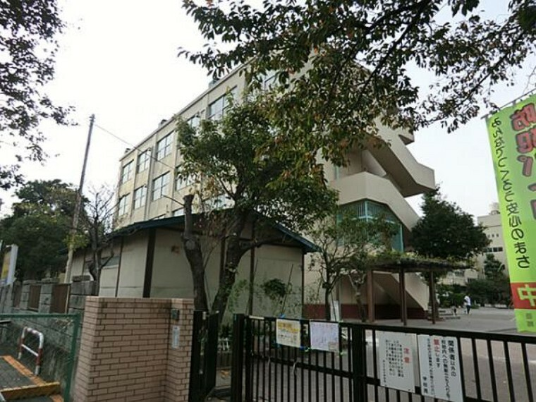 小学校 横浜市立井土ヶ谷小学校 約750m