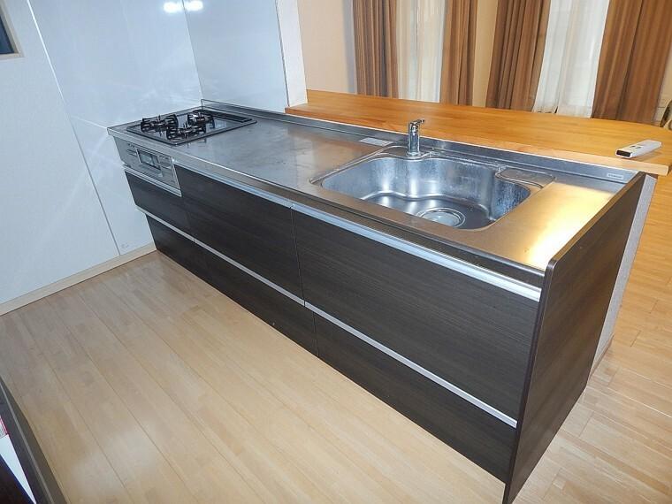 キッチン 広々空間スペースのキッチンです。