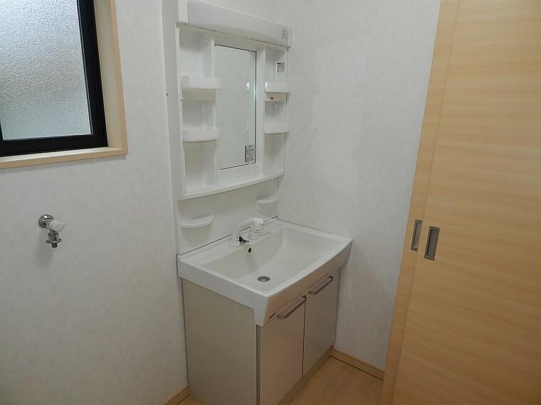 洗面化粧台 洗面所も広いスペース確保。