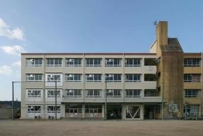 小学校 【小学校】川西市立 清和台小学校まで773m