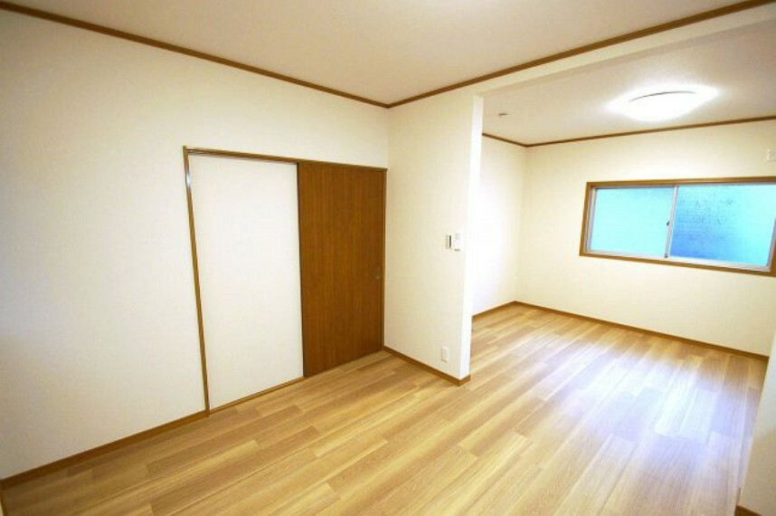 居間・リビング 他の部屋が隣接しない、独立したLDKなので、家族に気兼ねなくリビングに長居が出来ますね。