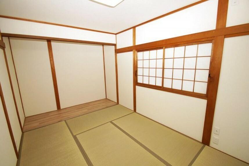 和室 板の間付の1階の和室6帖。クロスの張替えや畳を新調するなど、リフォームをしてきれいになりました。