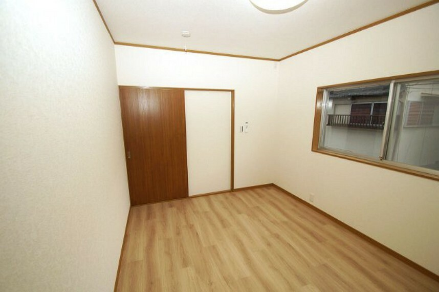 洋室 洋室7帖。出入り口が引き戸につき、デッドスペースが少なく、空間を有効的に使いやすいお部屋です。
