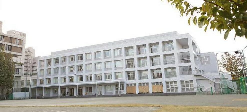 中学校 【中学校】港区立三田中学校 まで920m
