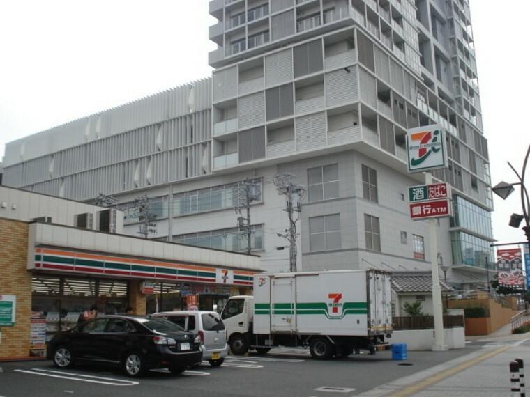 コンビニ セブンイレブン知多半田駅前店