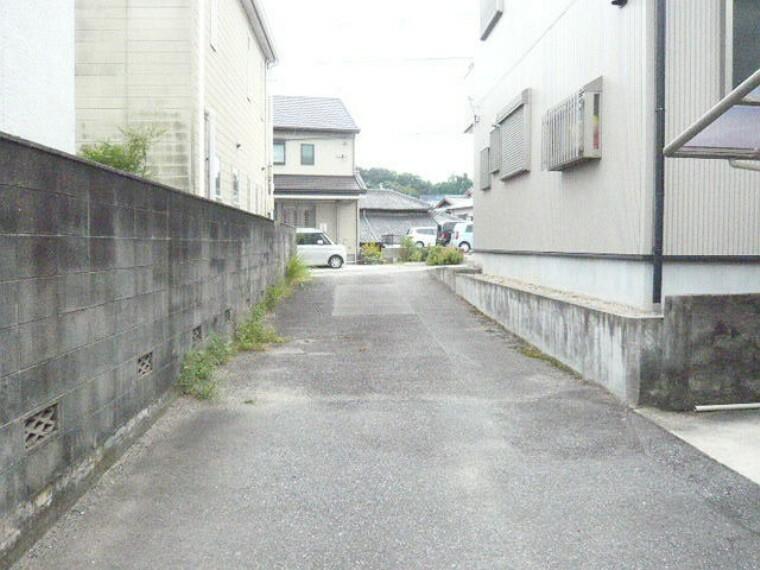 外観・現況 半田中学校まで徒歩22分(約1700m)