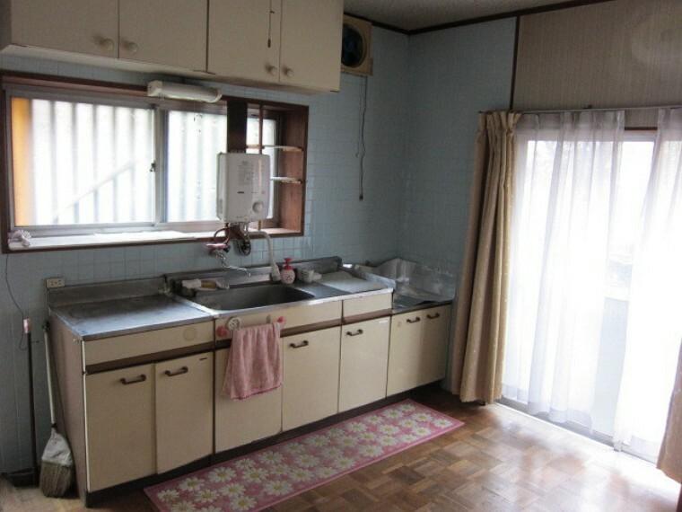 キッチン 採光も十分 換気もしやすいキッチンスペースです