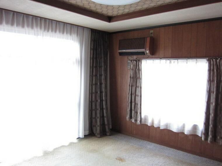 居間・リビング 洋室は一階、二階ともに二面採光