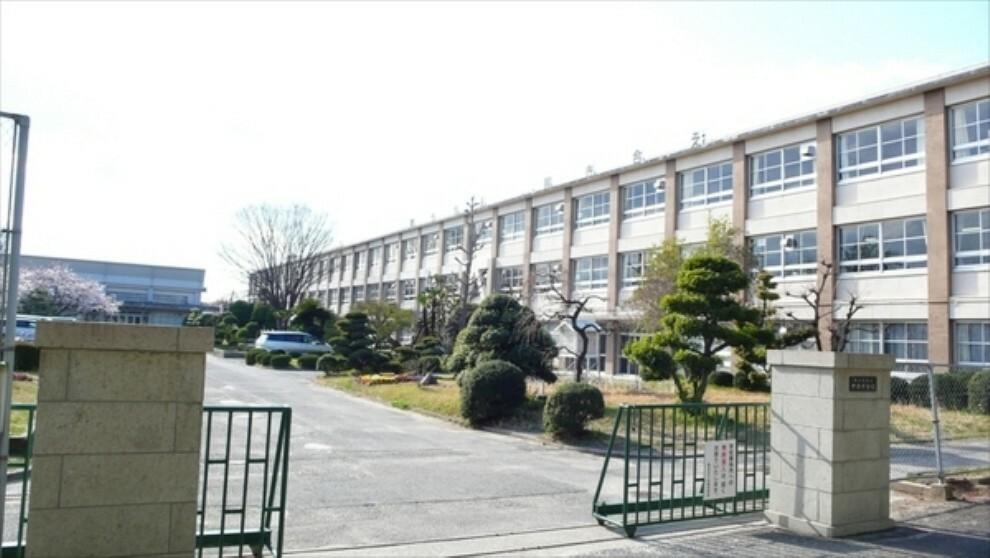 中学校 中部中学校 中部中学校まで950m(徒歩約12分)