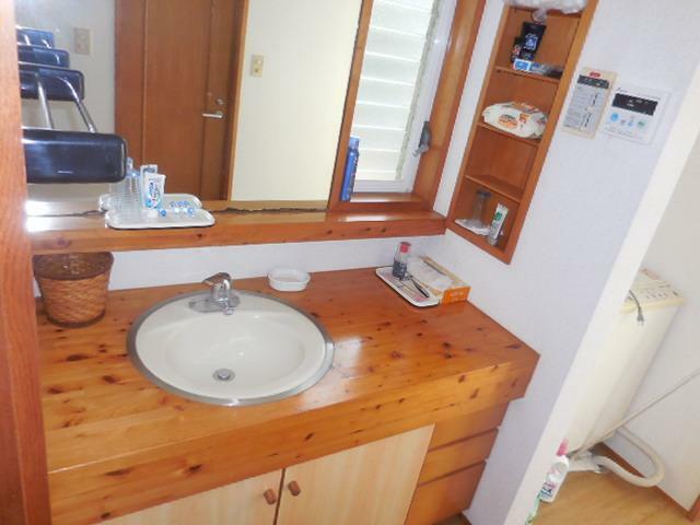 洗面化粧台 1階洗面所。洗濯機置き場があります。