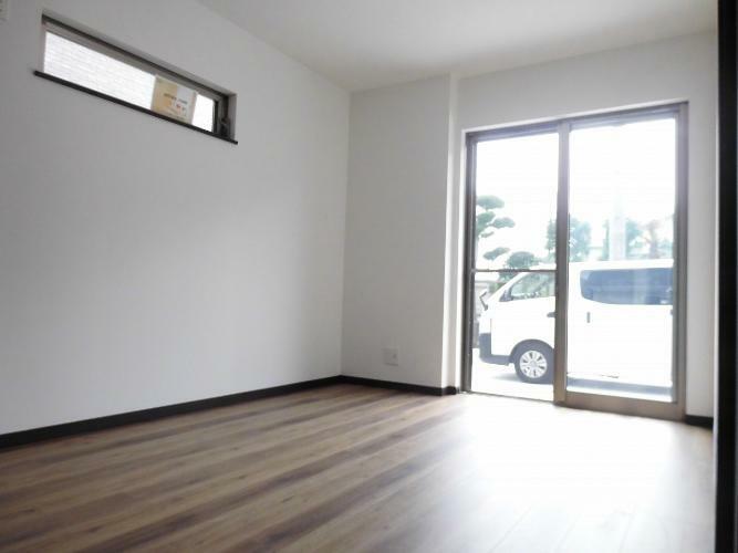 洋室 1階)6帖の洋室