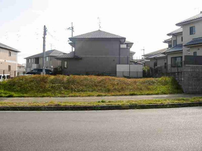 現況写真 阪奈道路に近く、前面道路は18mあります。