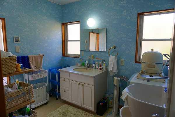 洗面化粧台 広々した洗面脱衣室