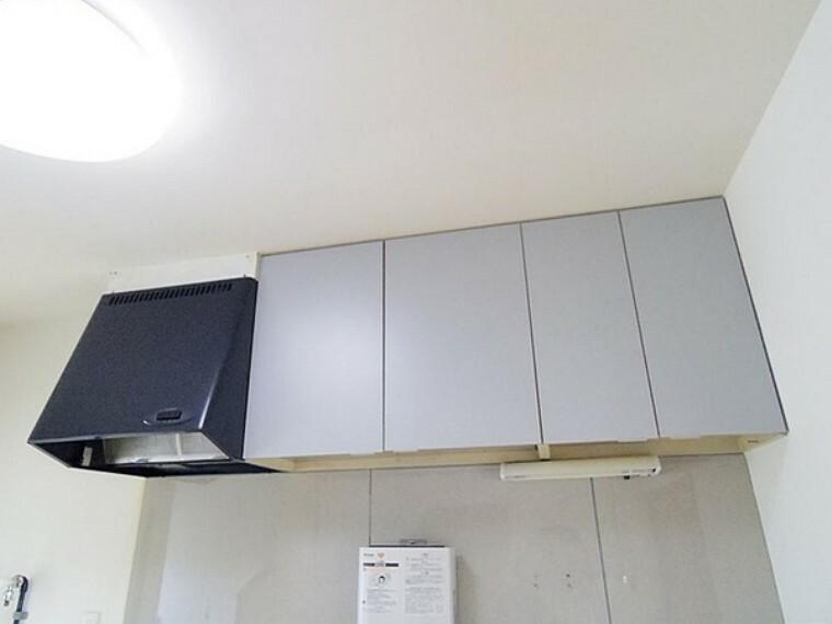 キッチン キッチン上部にも収納棚あり