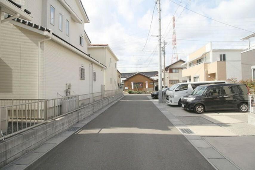 現況写真 広い道路で駐車も簡単です