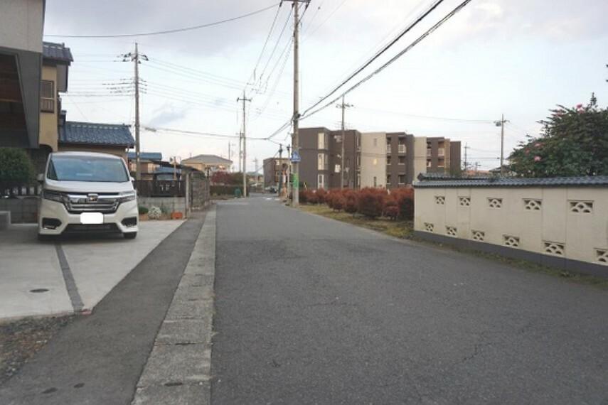現況写真 開放感のある前面道路