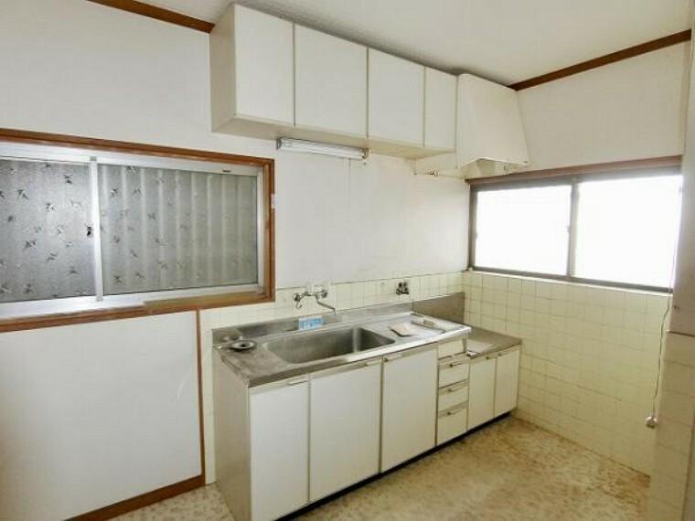 キッチン 収納スペース豊富なI型キッチン。