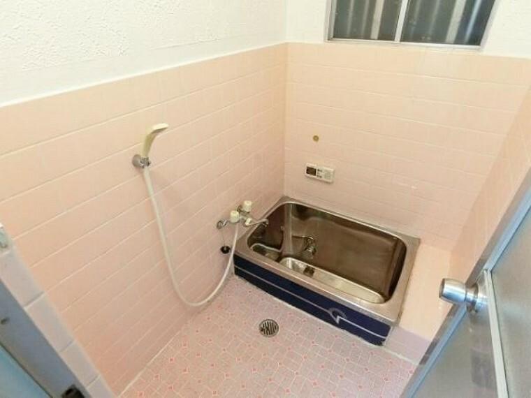 浴室 浴室窓もございますので、衛生面でも安心。