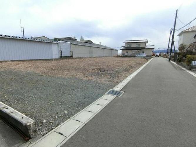 現況写真 西側幅員約5mの前面道路です。