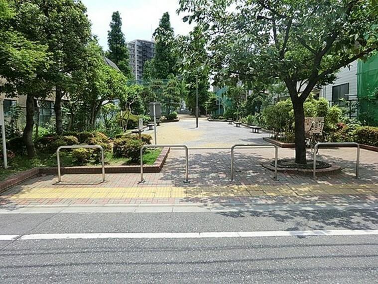 公園 「そらまめ祭り」で有名な江東区大島(オオジマ)の盆踊りです。園内はとても広々としていますから、ゆったりと踊れます。