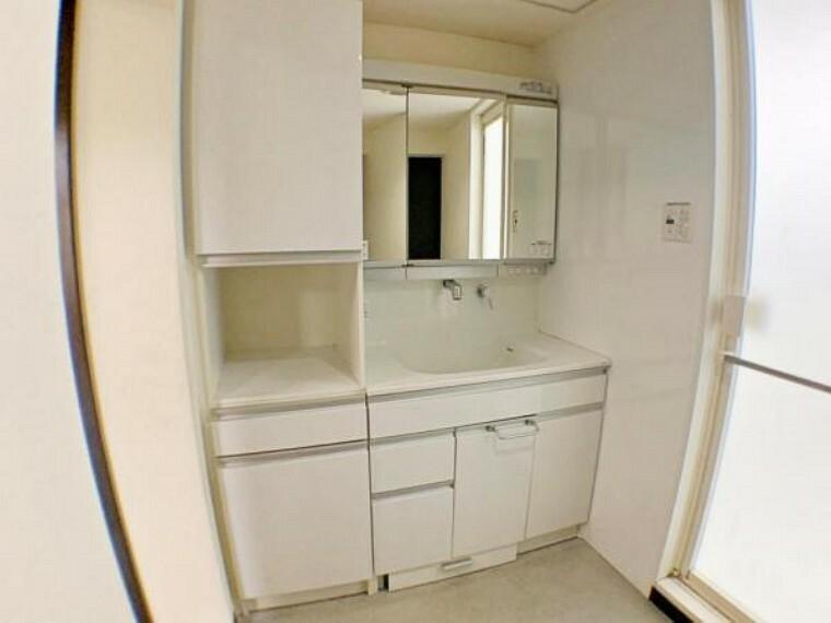 洗面化粧台 シャワー付洗面台です。