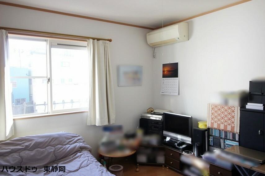 洋室 間取図右側4.5帖の居室。
