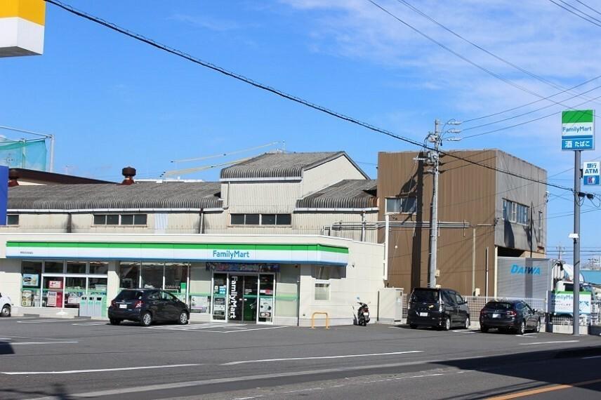 コンビニ ファミリーマート池田街道店