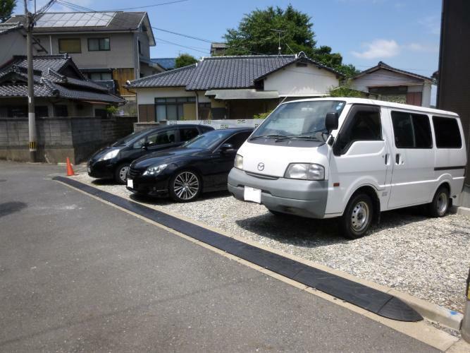 駐車場 敷地が広いので駐車場は7台以上停めれますよ。