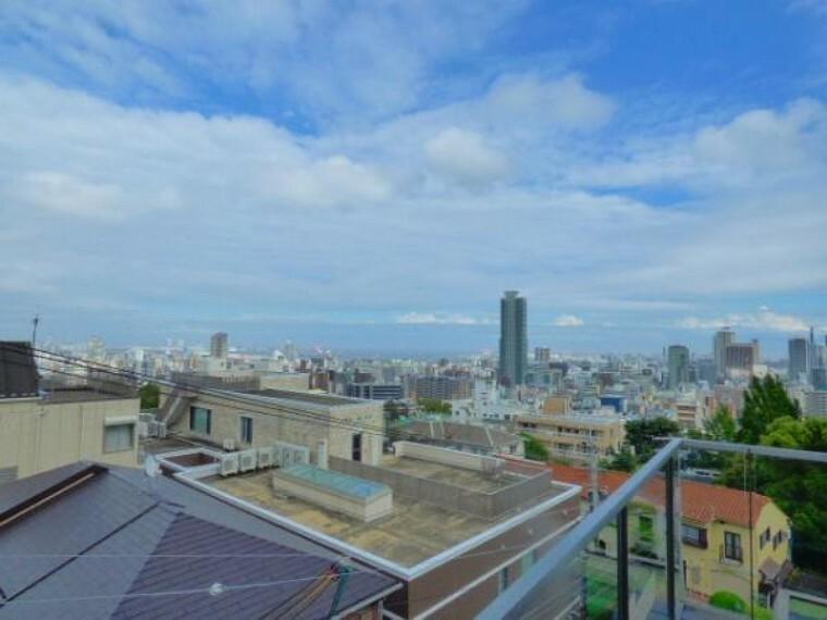 眺望 3階リビングより南東方面を望みます。ミナト神戸の中心街、三ノ宮の街をパノラマで見渡すことができる眺望です。