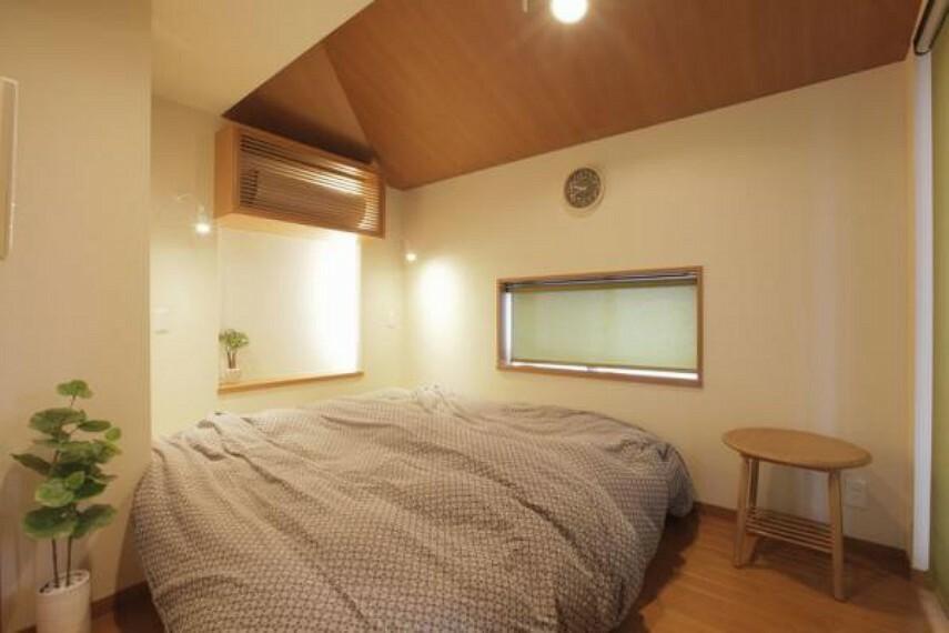 3階約5.4帖の寝室。お休みはこちらの主寝室で。