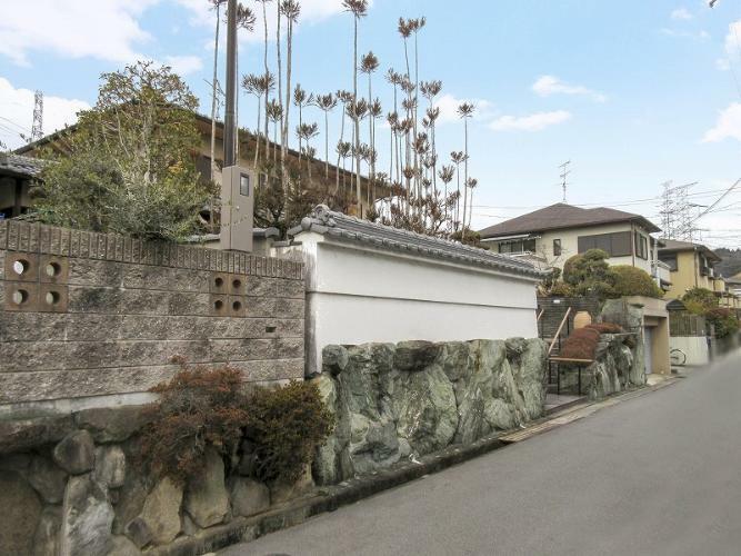 現況写真 建物は昭和48年建築の木造で、土地は広々107坪あります。
