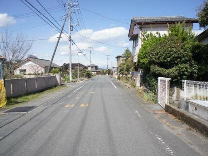 現況写真 前面道路は道幅約6mで、お車の操作も安心ですね。