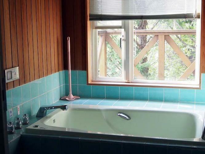 浴室 温泉入浴を楽しめる浴室。浴室床暖房付き