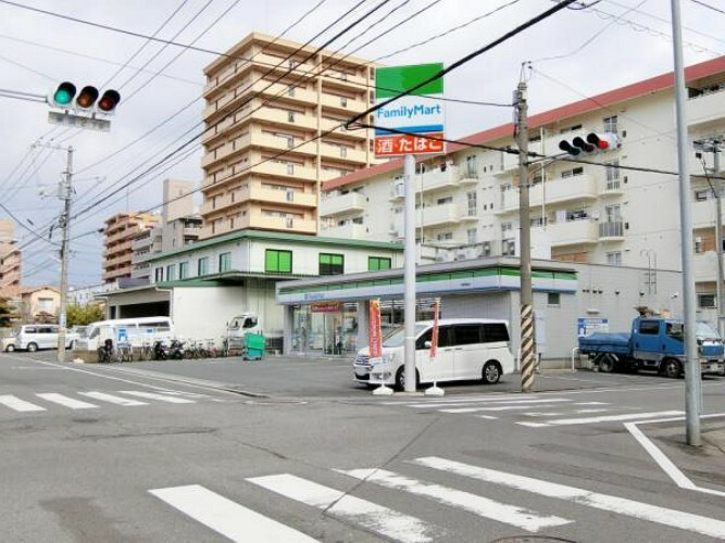 コンビニ ファミリーマート 広島東雲店