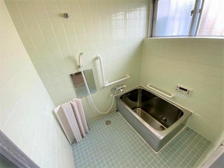 浴室 窓があるのでこまめに換気ができますね