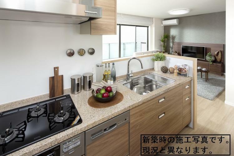 キッチン キッチンには食器洗浄乾燥機付き (新築時施工例写真の為、現況とは異なります)