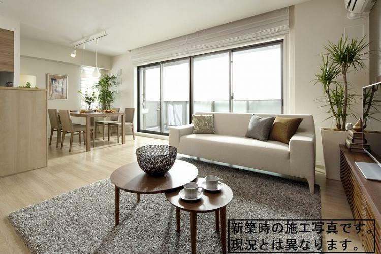 リビングダイニング 17.9帖のLDKには床暖房装備 (新築時施工例写真の為、現況とは異なります)