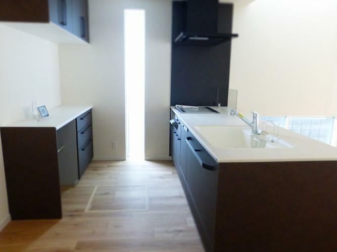 キッチン 欲しい機能(IH・食器洗浄乾燥機・浄水器)があるトクラスのシステムキッチン、床暖房設置