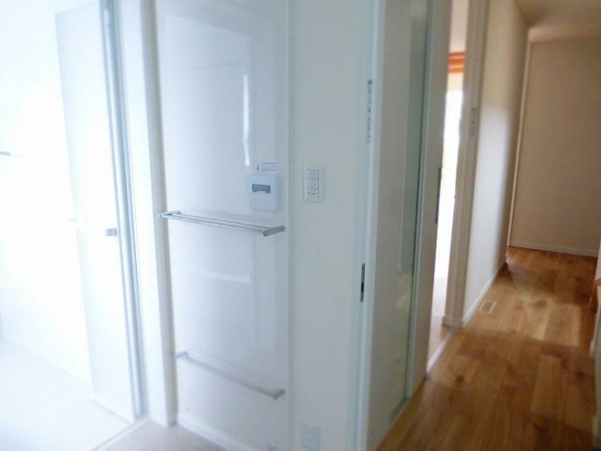 ランドリースペース パネルヒーターが設置されてされていますので、寒い季節でも暖かい洗面室