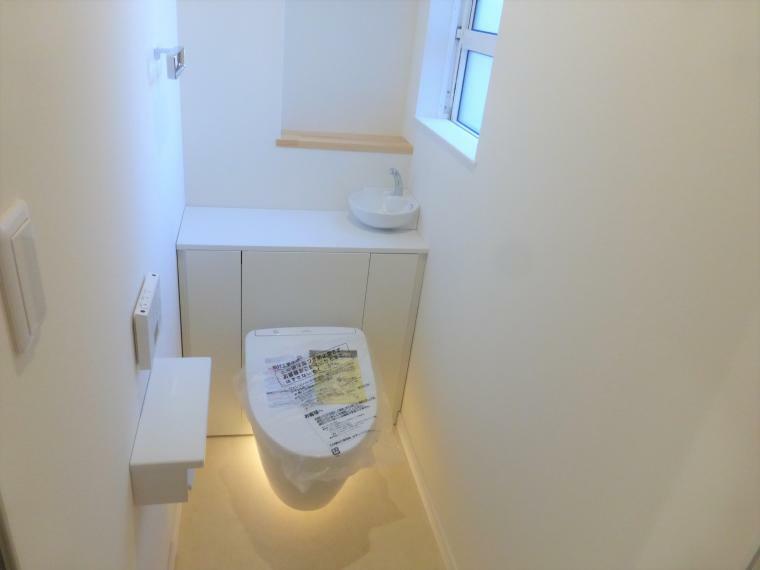 トイレ タンクレスでスタイリッシュなトイレ 便器・ノズルきれい機能、除菌・防汚でお掃除が楽になります