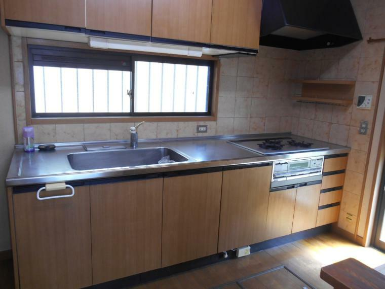 キッチン 独立型キッチン、床下収納あり