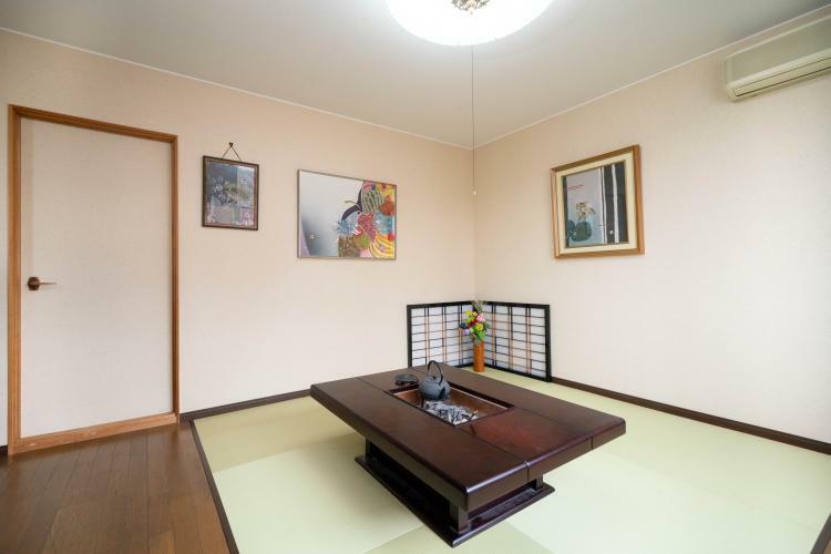 和室 2階洋室 約9帖(畳スペース約4.5帖)